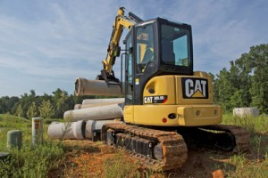 Depending on whether the machine is fitted with a standard or long stick, the Cat 305.5E CR can excavate down to a depth of approximately 2 330 mm and 2 730 mm, respectively.