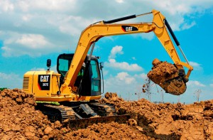 The standard tail swing design on the Cat 307E incorporates a counterweight that extends further back on the machine. This provides leverage to create a stable work platform during lifting and digging. (The machine's tail swing radius is 1700 mm).