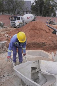 Attaching a mixer with a water tank to the silo will deliver a wet product that is ready to use