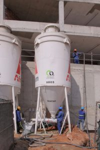 A mortar pumping system can be connected to the silo to facilitate the easy transfer of the product for high rise construction projects.